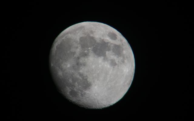 Mond von der Dachterrasse aus fotografiert