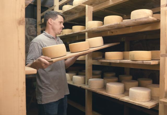 Markus Lantschner ist passionierter Bauer und produziert verschiedene Käsesorten