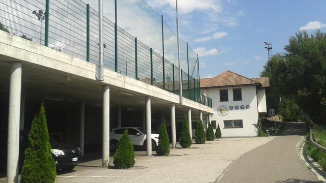 parkplatz_in_der_sportzone_von_barbian.jpg