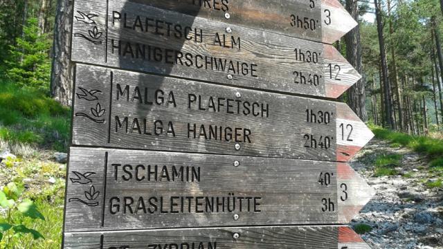 start_parkplatz_weisslahnbad_oberhalb_von_st_zypiran.jpg