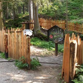 Erlebnisstation am Bienenlehrpfad Steinegg - Gummer mit Lehrbienenstand