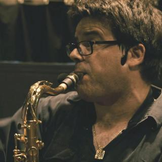 Sax Martl in seinem Element bei der Vollmond Show Steniegg