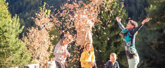Bunte Blätter Herbst Familie Mahlknecht