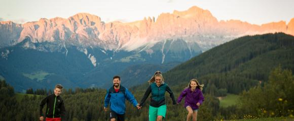 Familie Wandern Rosengarten